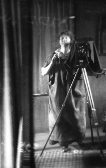 Imogen Cunningham Self Portrait with Camera 1912